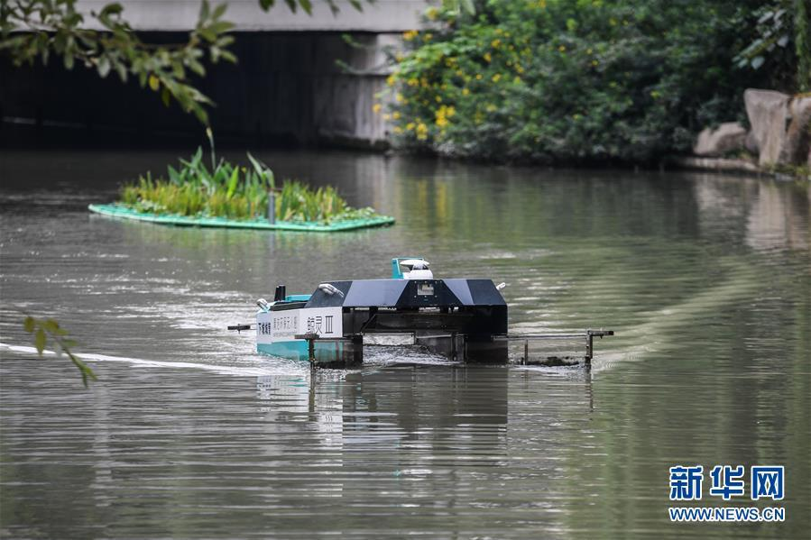 无人驾驶巡检收集船助力美丽河道建设