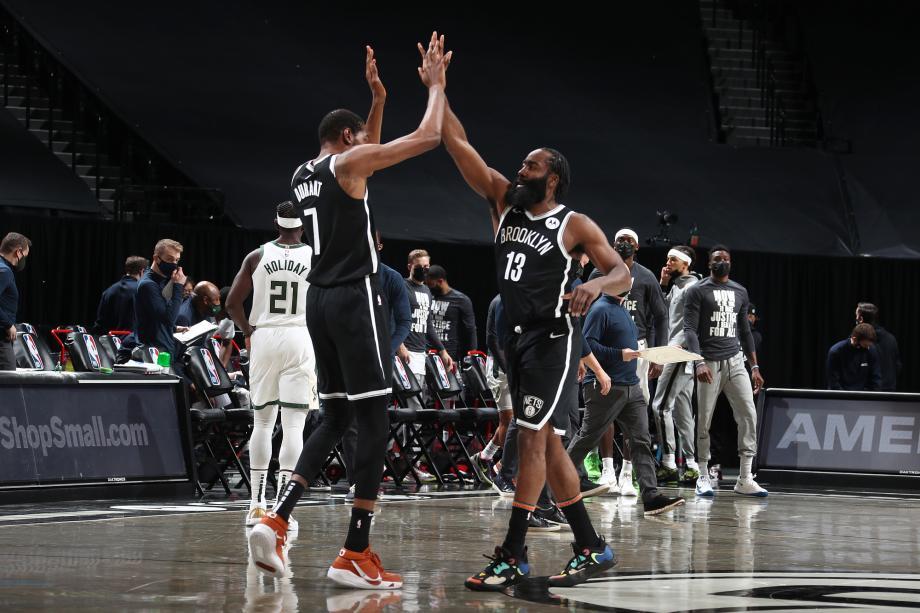 篮网2分险胜雄鹿 杜兰特30分制胜三分哈登34+12