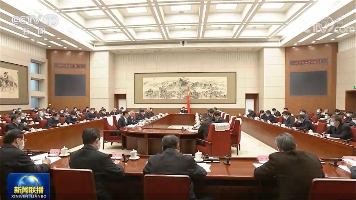 李克强主持召开经济形势专家和企业家座谈会