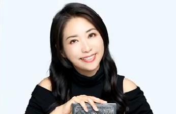 李欣频——她把广告写成了诗(上) 玲听两岸 2019.07.06 - 厦门电视台 00:24:39