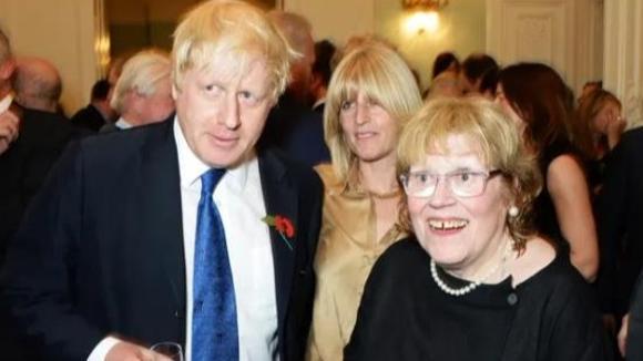 英國首相約翰遜母親去世,曾靠賣畫為生