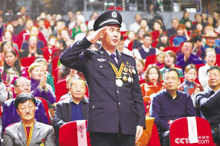 赵永前参加2019年锡林郭勒盟春节联欢晚会。