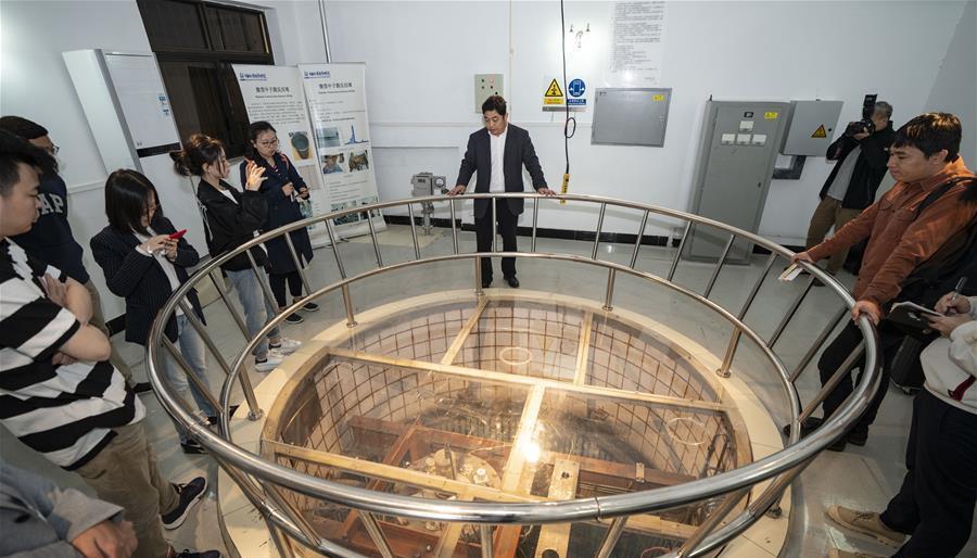在中核集团中国原子能科学研究院,媒体记者参观微型中子源反应堆