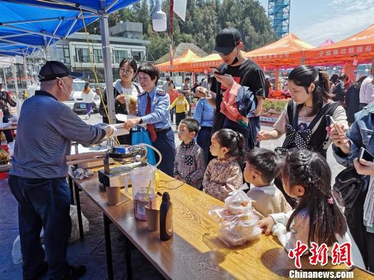 """""""台湾小吃嘉年华""""美食节现场。"""
