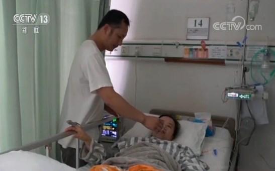 """再难也要救孩子! """"同肝共苦""""的母爱 母亲移植肝脏救子"""