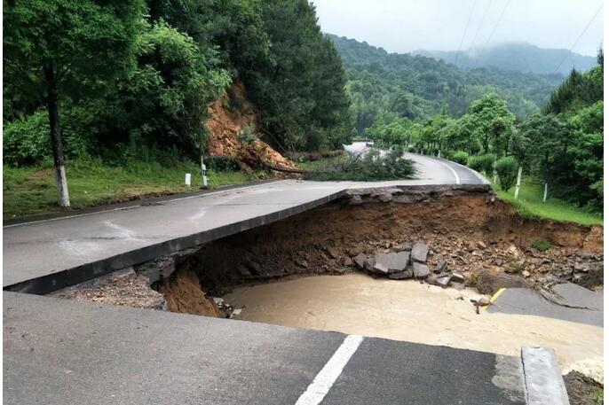 国道205线连城李屋路段严重受损 (K2352.5)