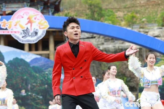 神仙豆腐小哥,演唱《十爱姐》