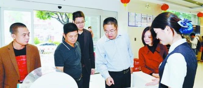 建设银行湖里支行举办小企业客户开放日活动,企业客户体验普惠新服务。