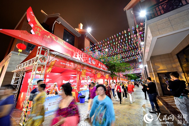 15日,两岸特色庙会在厦门集美区开市。