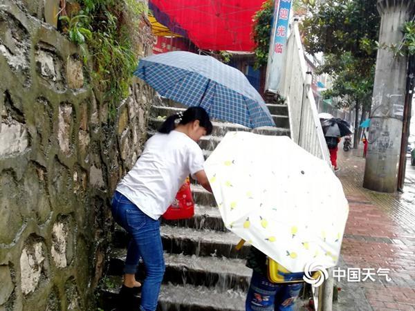 明起南方新一輪強降雨展開 暴雨橫掃9省市