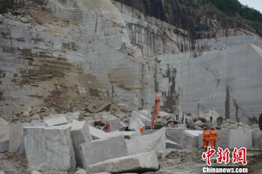 廣西岑溪礦山塌方已致1死1傷消防救援剩余被困3人