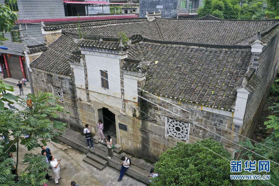 """这是7月17日无人机拍摄的重庆市酉阳县南腰界镇的""""红军医院""""旧址。 新华社记者 刘潺 摄"""