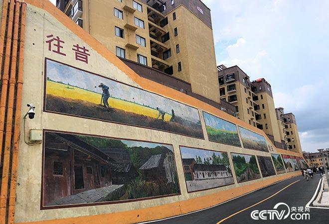 从凤翔社区壁画墙上可见搬迁前旧貌