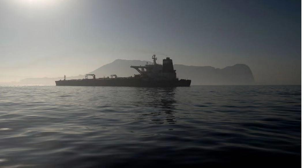 """获释了!被扣伊朗油轮""""格蕾丝一号""""驶离直布罗陀"""