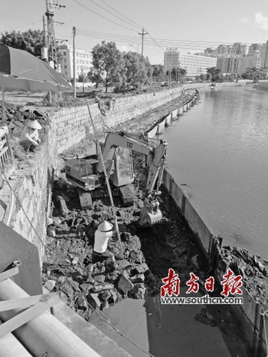 猎箔主流中港河正展开河敖杂固工程 。 本栏拍照 : 北方日报记者 杖佑俊 张伟炜