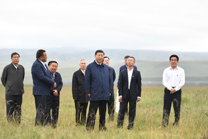 8月19日至22日,中共中央总书记、国家主席、中央军委主席习近平在甘肃考察。这是20日下午,习近平在中农发山丹马场有限责任公司一场考察,实地了解祁连山生态环境恢复和保护情况。