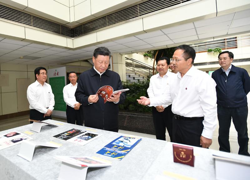 8月19日至22日,中共中央总书记、国家主席、中央军委主席习近平在甘肃考察。这是21日下午,习近平在读者出版集团有限公司考察。