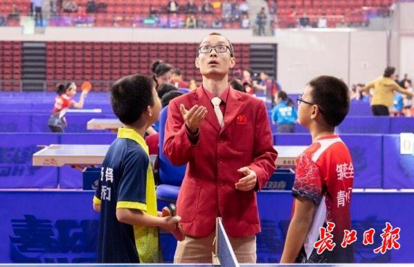 2019年5月1日,军运会乒乓球测试赛开赛,图为抽签现场