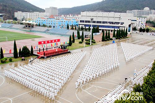 学院举行海军节阅兵