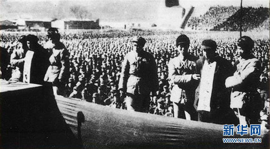 1952年2月10日,河北省人民法院组织的公审大贪污犯刘青山、张子善大会在保定举行。新华社发