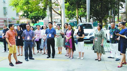 9月10日,江头街道人大工委组织部分湖里区人大代表实地视察小区治理工作