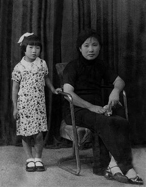 幼年屠呦呦与母亲