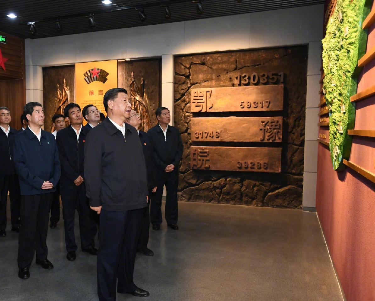 2019年9月16日,习近平来到位于信阳市新县的鄂豫皖苏区首府烈士陵园,瞻仰革命烈士纪念堂。