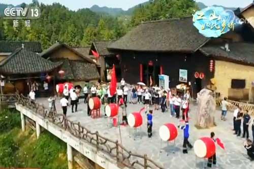 湖南十八洞村:苗鼓阵阵庆华诞 苗寨旅游迎客忙