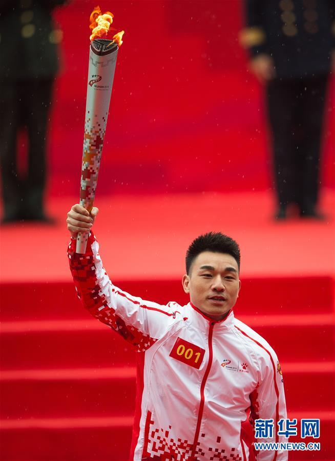 (军运会)(3)军运会火炬传递活动在武汉举行