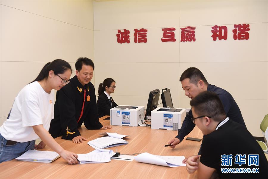 (新华全媒头条·图文互动)(8)开启法治中国新时代——以习近平同志为核心的党中央推进全面依法治国纪实