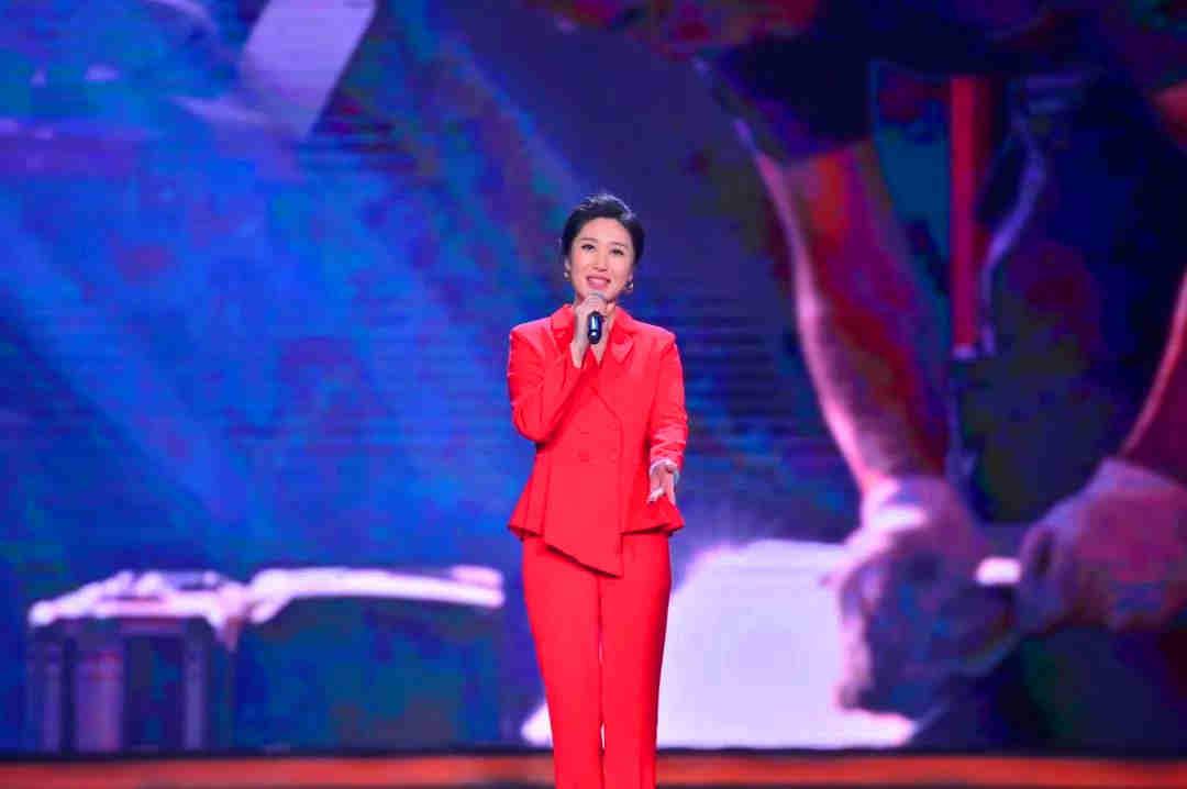 歌曲演唱《闪亮的名字》 演唱者: 伊泓远