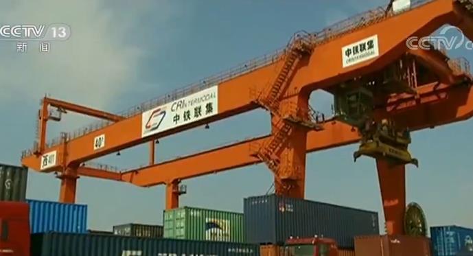 海关总署发布前10个月外贸数据 我国货品商业收支口25.63万亿元