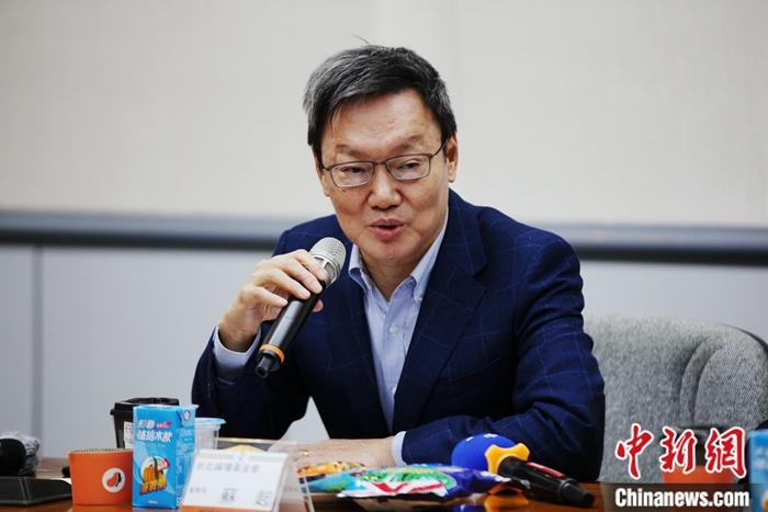 图为台北论坛基金会董事长苏起发言。中新社记者 安英昭 摄
