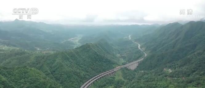 沿着高速看中国   穿越沪渝高速 看全面小康生活