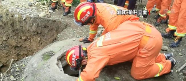 七旬老人被埋深井 幸好消防员紧急救援