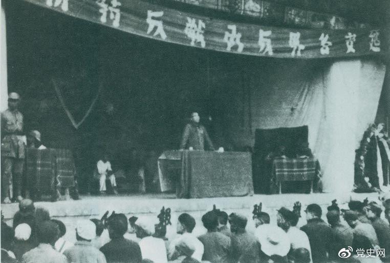 1946年7月26日,朱德在延安各界反对内战动员大会上发表讲话,号召全国人民团结起来,打退国民党军对解放区的进攻。