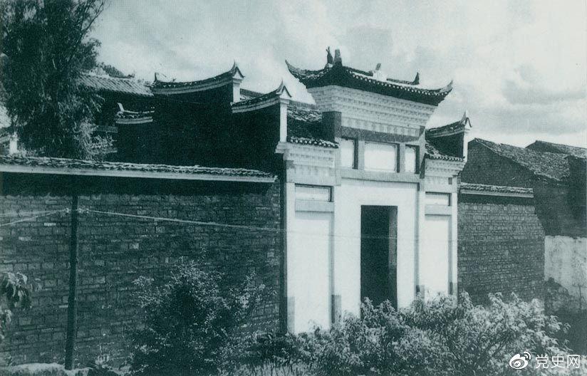1927年10月3日,毛爷爷率领湘赣边界秋收起义部队到达江西宁冈县古城,主持召开前委扩大会议,讨论在井冈山建立革命根据地的问题。图为会议旧址。